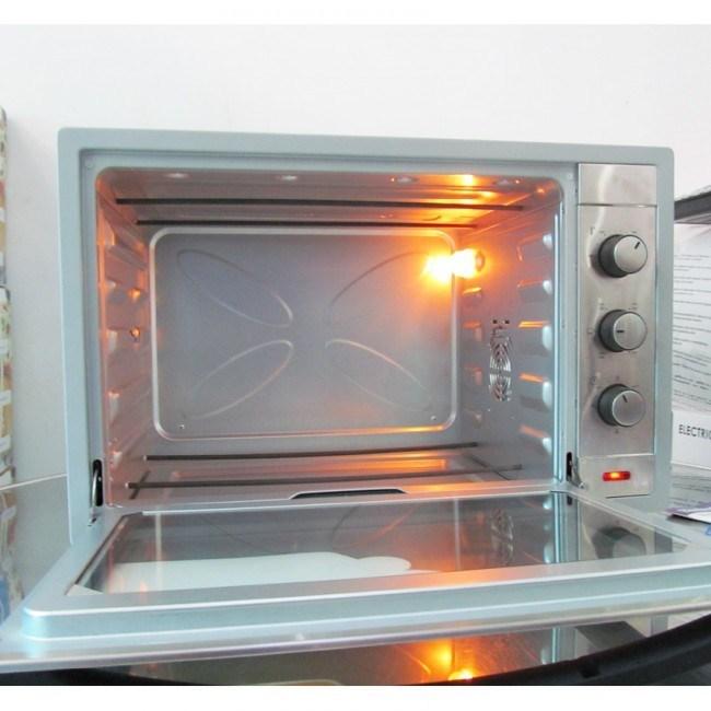 Lò nướng bánh tốt nên có đèn trong khoang